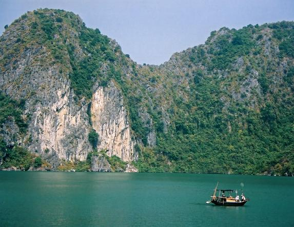 pretty-halong-bay-2