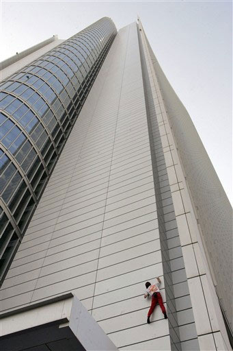 Spiderman Alain Robert Spotted Pictures in Abu Dhabi