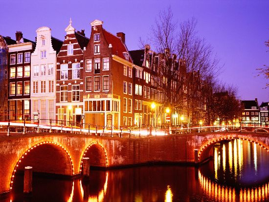 How to Do Amsterdam on a Shoestring