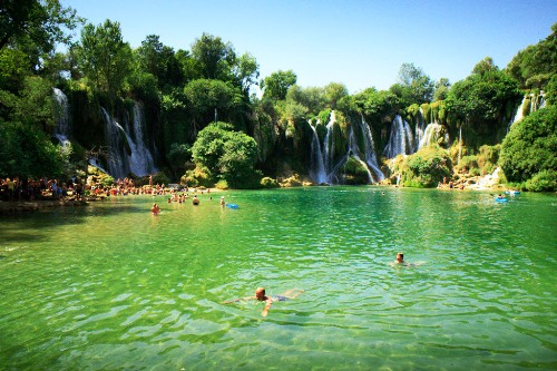 (Bosnia): Kravica Waterfalls; Photo: Thomas Alboth