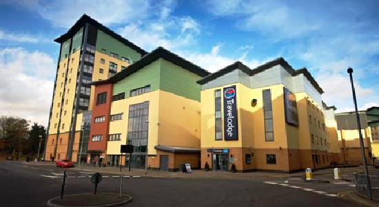 2 travelodge-london-edmonton